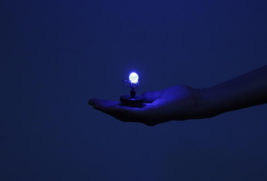 ドームのない碧く灯る惑星儀