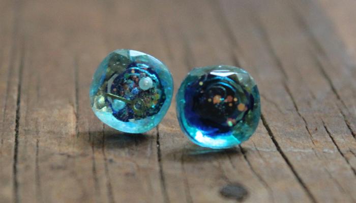 青い銀河のラフルースピアス