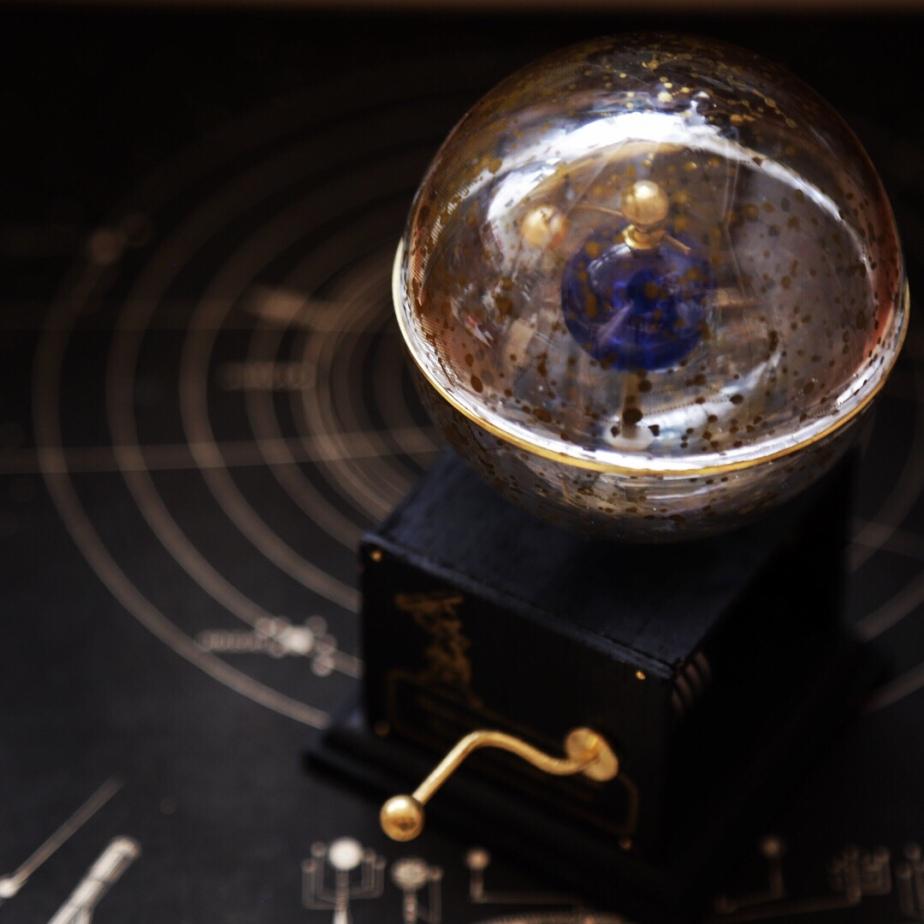 手廻し式天体運行原理説明器